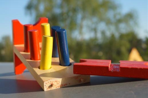 Kaputtes Holzspielzeug